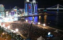 一场关键性的比赛,可以吸引几万人到场观看